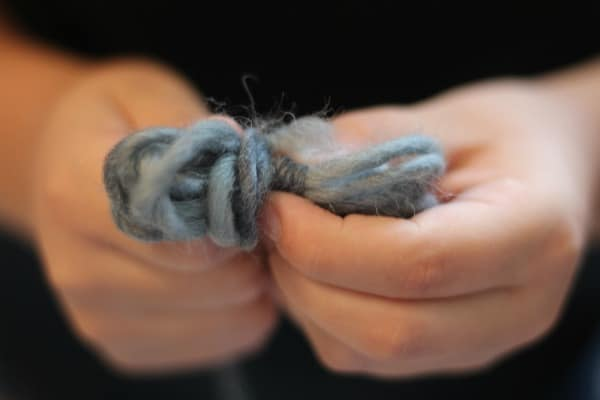 How to make wool dryer balls step 2 make a bow with wool yarn.