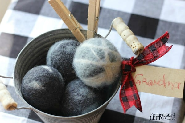 homemade wool dryer balls make a lovely gift
