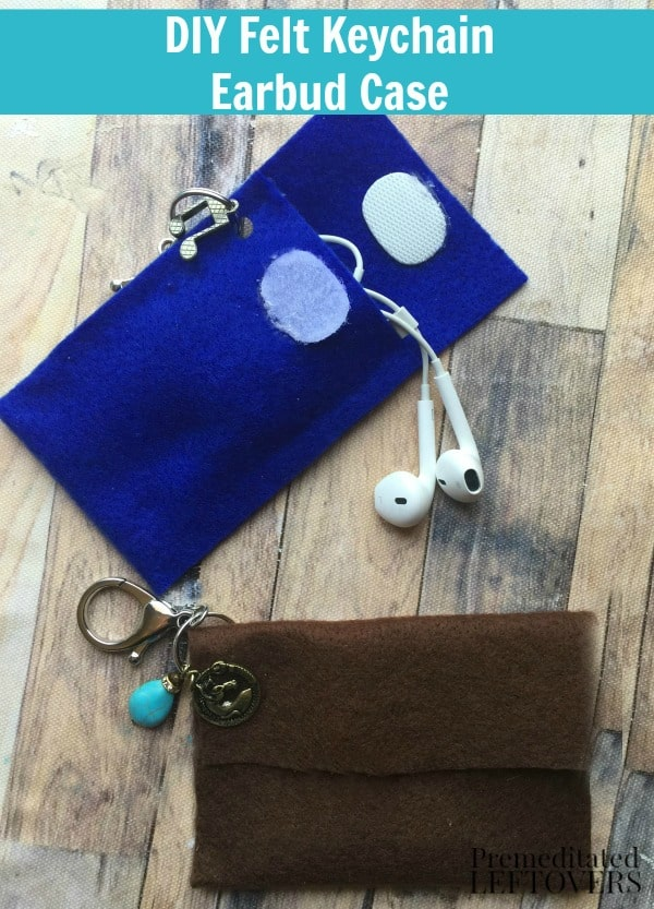 Check out this tutorial to create a super cute no sew DIY Felt Keychain Ear Bud case that kids can make as a gift or to keep in just a few simple steps!