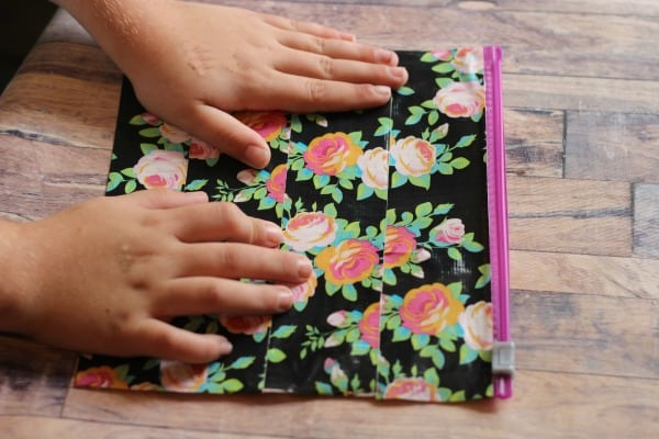 make a duct tape makeup bag