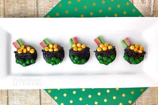 Pot of Gold Oreos Recipe - a fun St. Patrick's Day dessert idea